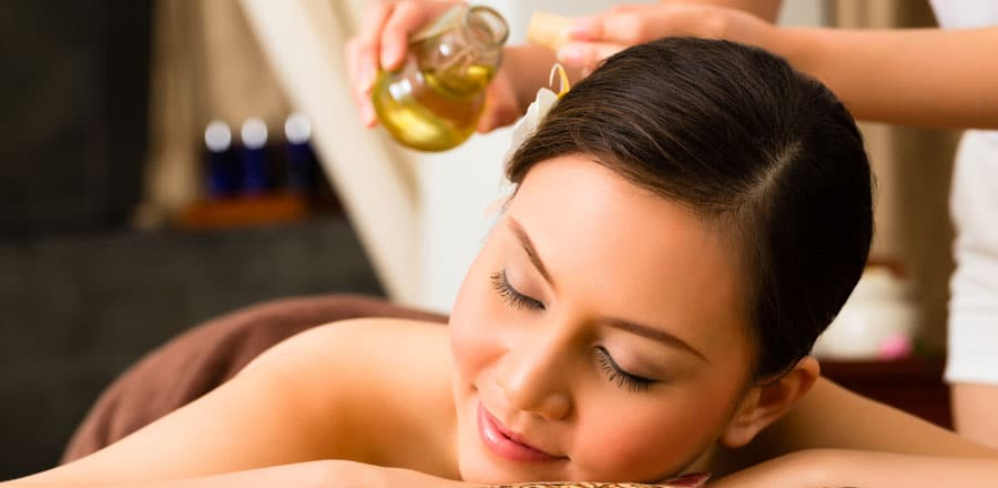 Massage du dos aux huiles essentielles